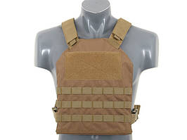 Prosty Plate Carrier z atrapami miękkich wkładów balistycznych - Coyote [8FIELDS]