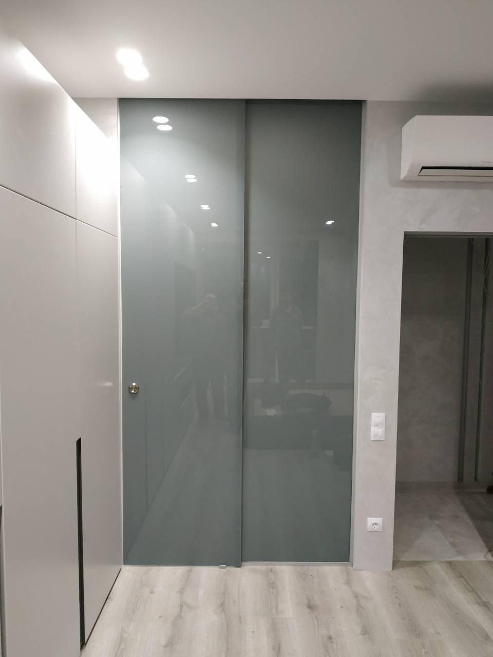 Подвесные раздвижные двери из стекла