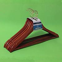 Плечики-вешалки из дерева для верхней одежды