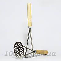 Толкушка овальная с деревянной лакированной ручкой