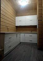 Угловая кухня в деревянном доме, фото 1