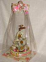 Подарок из денежных купюр и конфет ferrero rocher для женщины,диаметр 23см