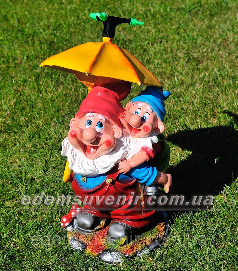 Садовая фигура поливайка Гном с зонтиком