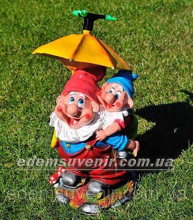 Садовая фигура поливайка Гном с зонтиком, фото 2