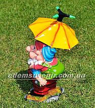 Садовая фигура поливайка Гном с зонтиком, фото 3
