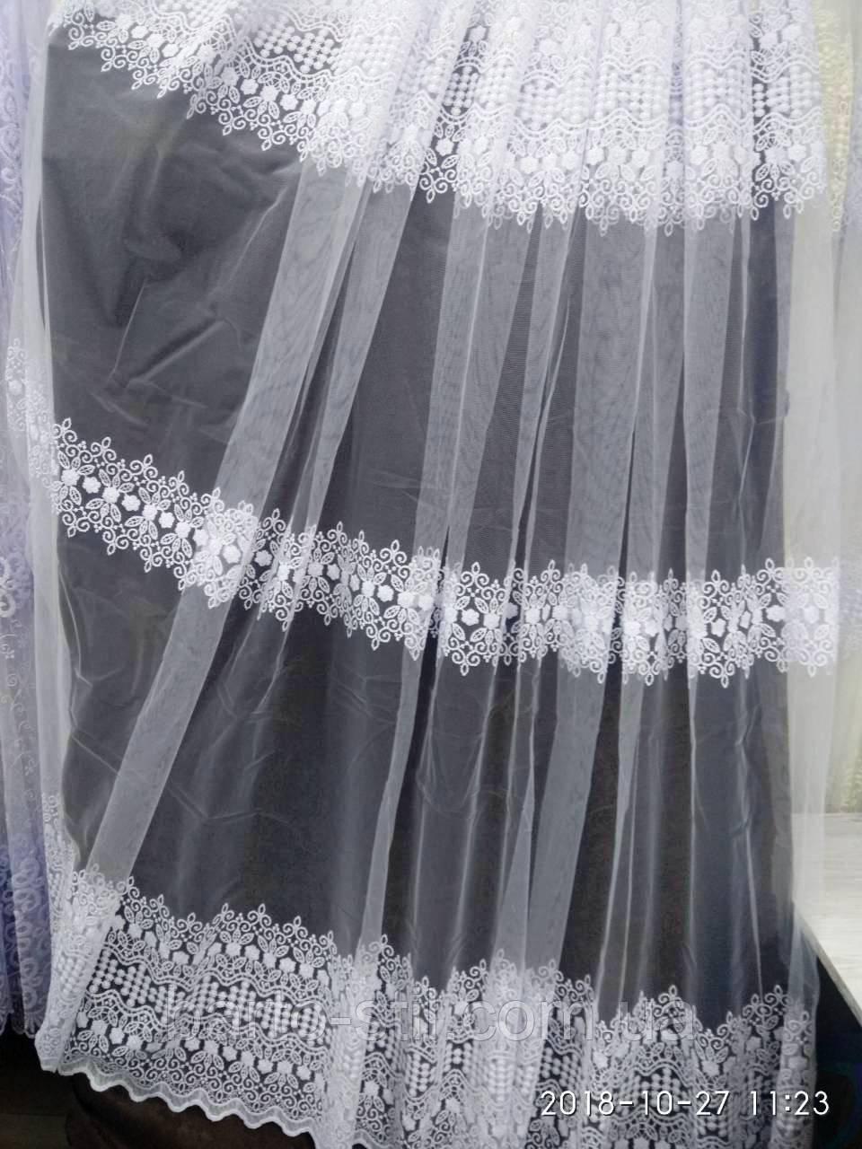 Тюль с лёгкой вышивкой рядами белого цвета на метраж и опт