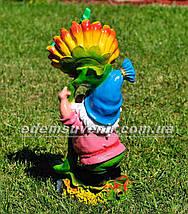 Садовая фигура поливайка Гном с подсолнухом, фото 3