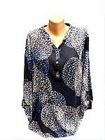 Блуза трикотажная с абстрактным принтом большого размера