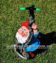 Садовая фигура поливайка Гном пожарник, фото 2