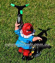Садовая фигура поливайка Гном пожарник, фото 3