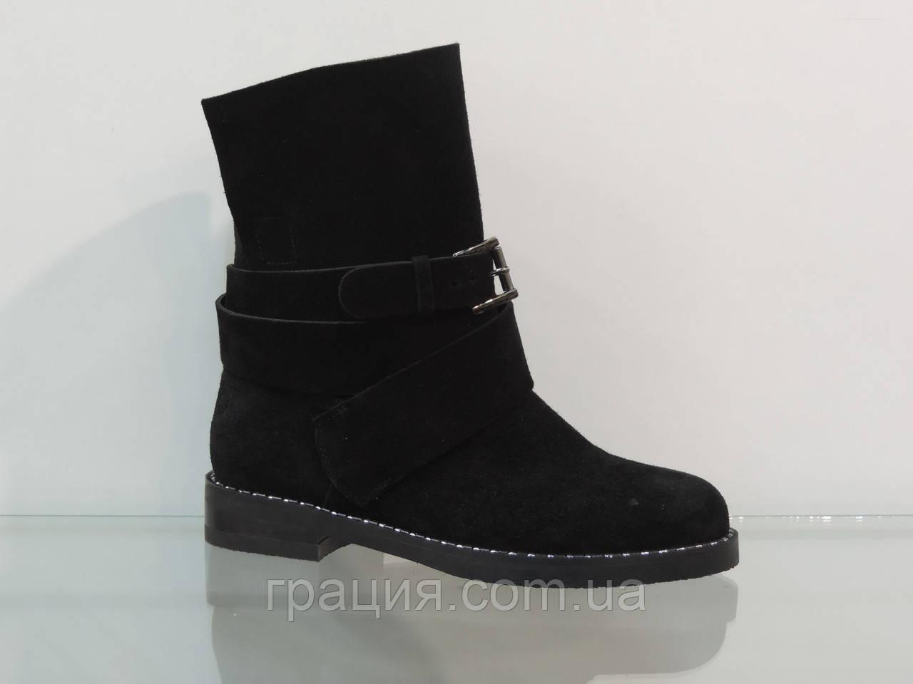 Модные женские замшевые  ботиночки на не большем каблуке