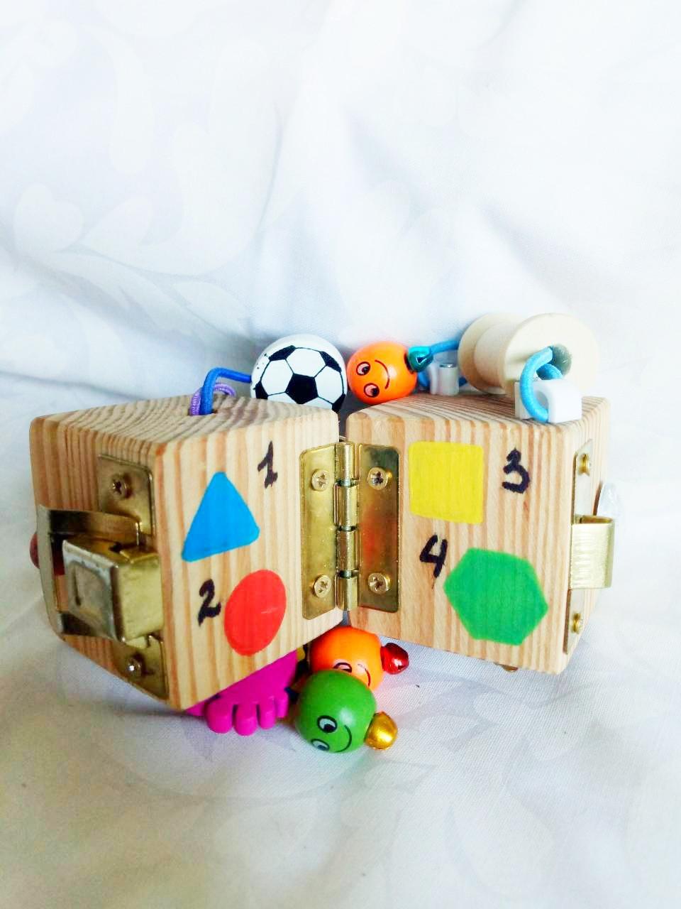 Бизикубик для детей развивающий ручной работы 3