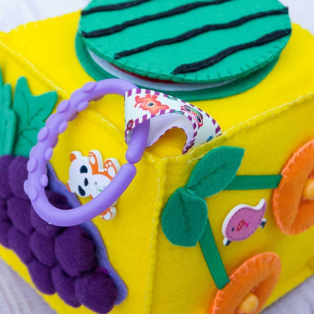 Бизикубик для детей развивающий ручной работы мягкий