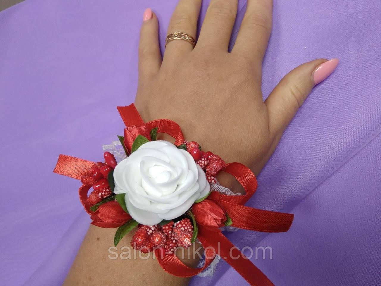 Браслет з квітів на руку свідка (маленька роза оксамит червона).