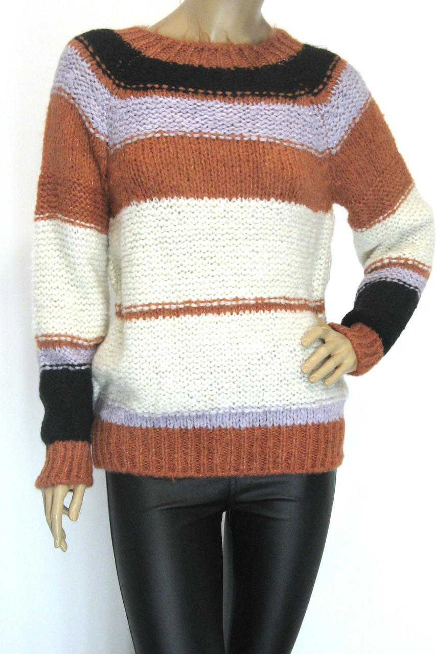 Женский вязаний свитер в полоску
