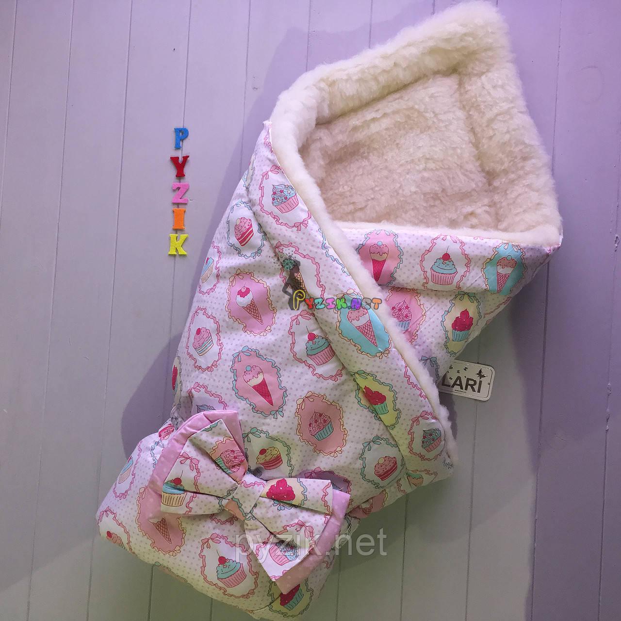 """Конверт-одеяло для новорожденных на выписку и в коляску на меху """"Пирожные"""" розовый"""
