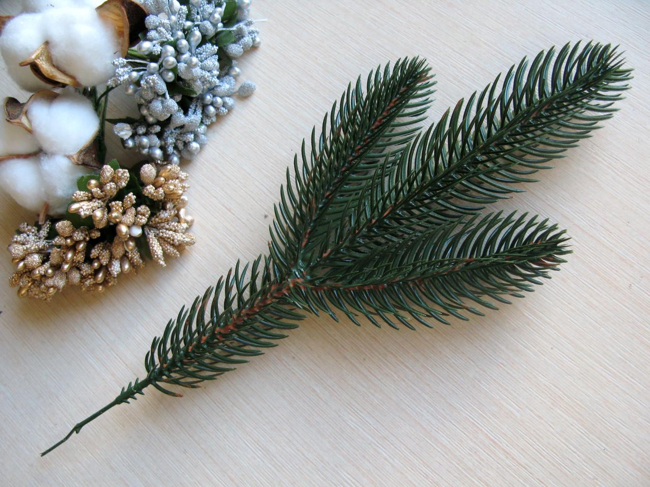 Ветвь еловая зеленая (литая) 55 грн - 10 шт, 475 грн - 100 шт.