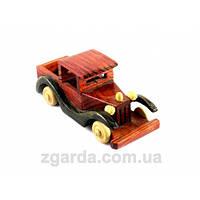 Деревянная ретро-машинка в красно-коричневом цвете