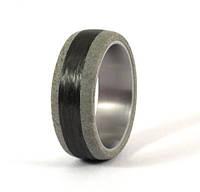 Обручальное кольцо с карбоновым волокном от Wickerring