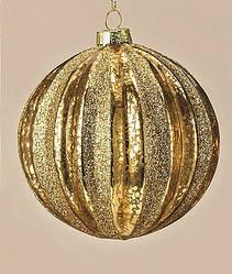Новогодний шар золотого цвета в полоску