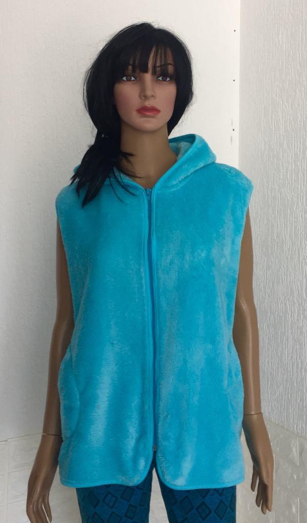 Женская махровая жилетка с капюшоном на молнии