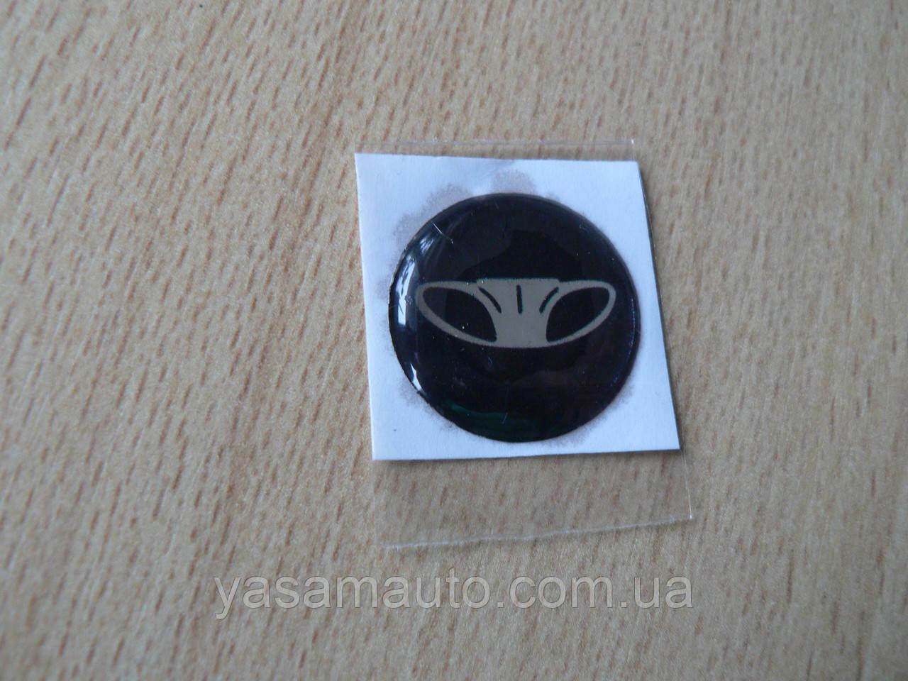 Наклейка s круглая Daewoo 15х15х1.2мм силиконоая в круге на авто ключи сигнализацию Деу Дэу