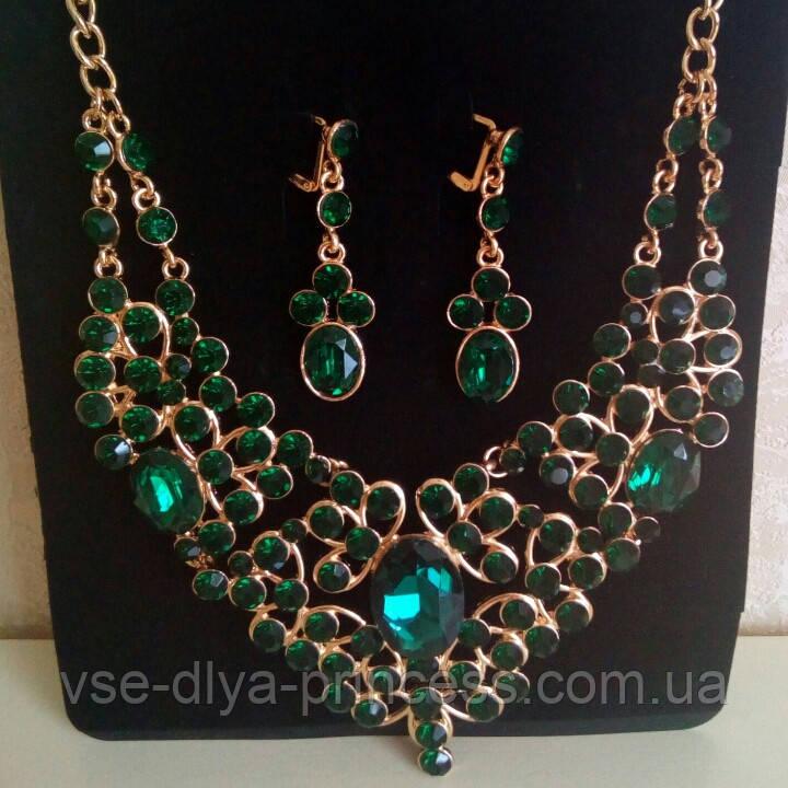 Набір біжутерії під золото з зеленими каменями, кольє і сережки