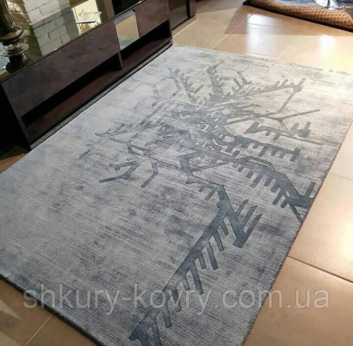 Блідо блакитний килим з рослинної шовку