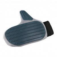 Щетка-рукавица резиновая Трикси Trixie массажная для собак и кошек 18х24 см