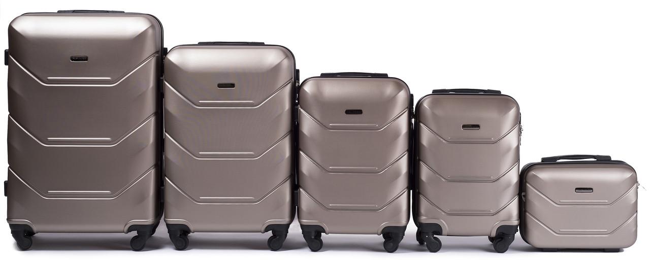9fba0f2ee299 Купить Комплект чемоданов 5 в 1 Wings 147 на 4 колесах (шампань) в ...