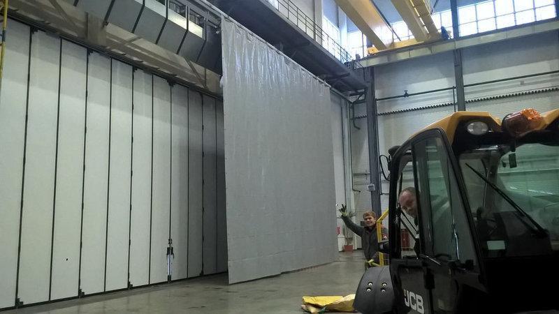 Защитные ПВХ шторы в гараж (завесы) из ПВХ ткани (Германия)