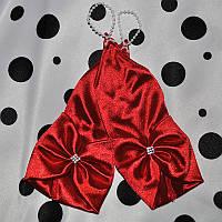 Чепурні червоні рукавички під бальна сукня для дівчинки.