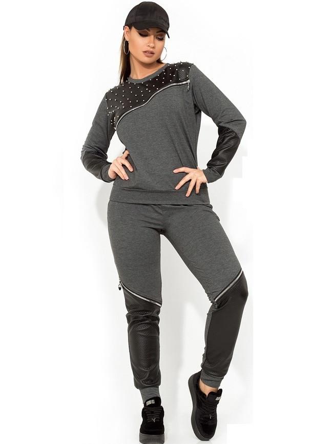 Серый костюм с декором из жемчуга, эко-кожи и молний размеры от XL 2228