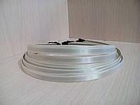 Обруч металлический обтянутый атласной лентой.