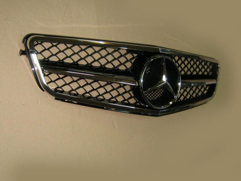 Решетка радиатора Mercedes C-class W204 (стиль AMG)