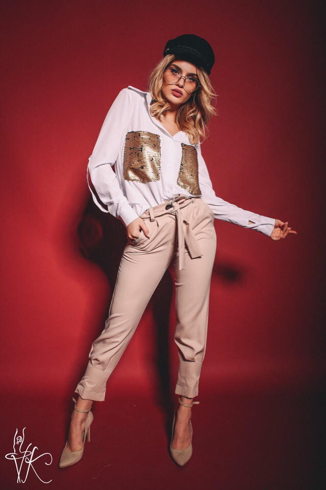 Костюм женский: брюки + рубашка