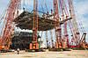 14 кранов и сто тонн стали.