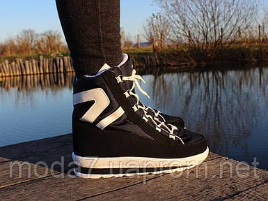 Женские зимние дутики на шнурках черные