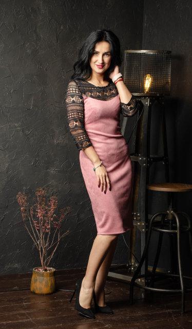 Элегантное замшевое платье с кружевом