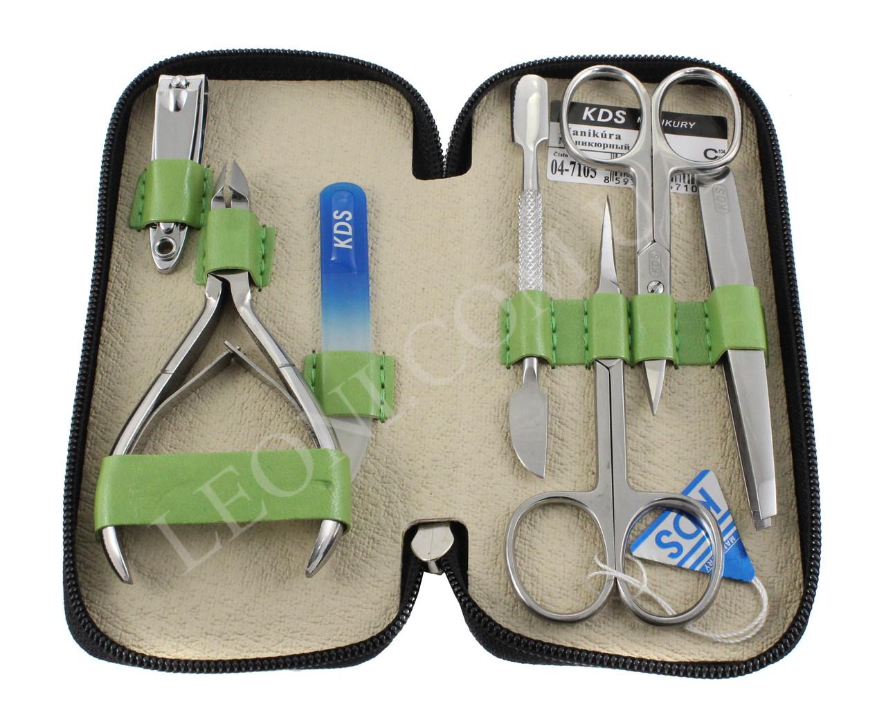 Набор инструментов зеленого цвета для маникюрный KDS 04-7105