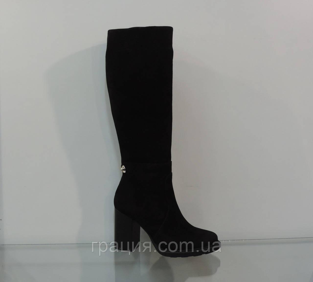 Элегантные женские замшевые зимние сапожки на каблуке