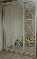 3х дверный классический шкаф с декором