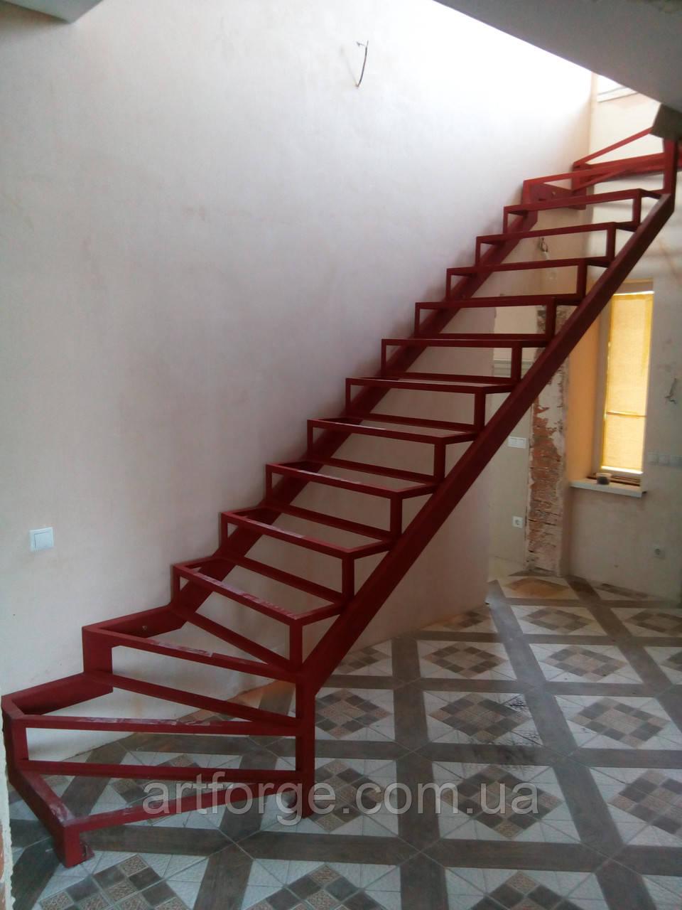 Каркас лестницы с 2 поворотами и забежными ступенями.