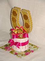 Подкова из конфет с 1 цветком(розовая)