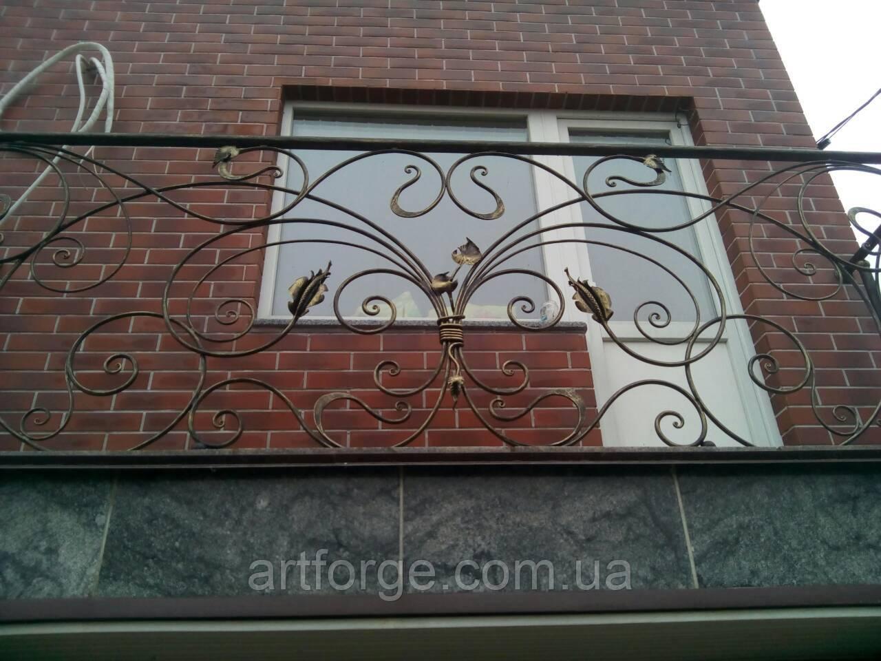Кованый балкон в стиле модерн.