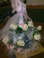 """Корзина из живых роз и конфет """"Свадебная"""""""