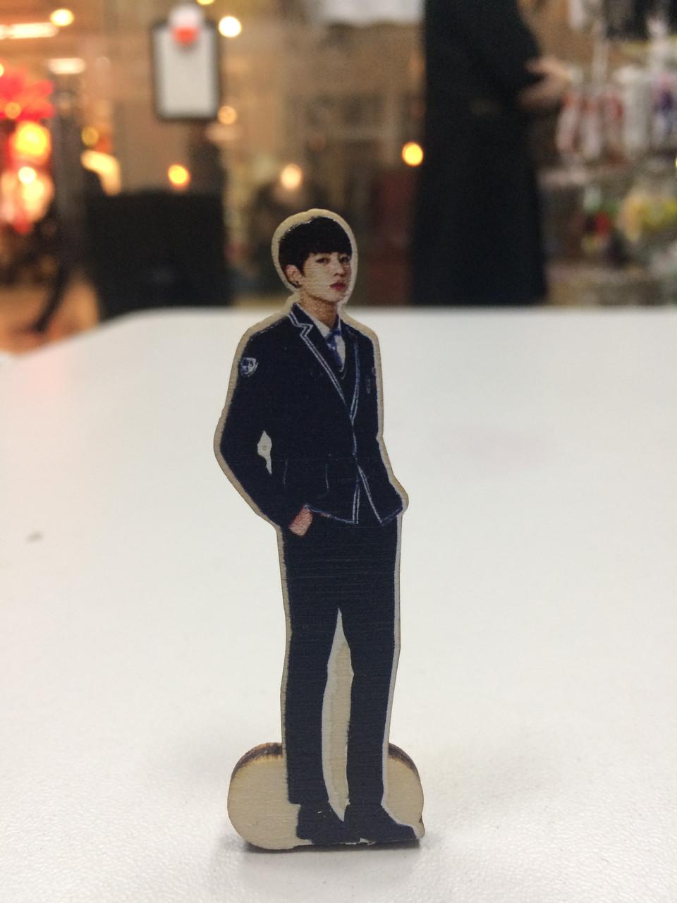 Деревянная фигурка Чон Чонгук Bts K-pop на подставке