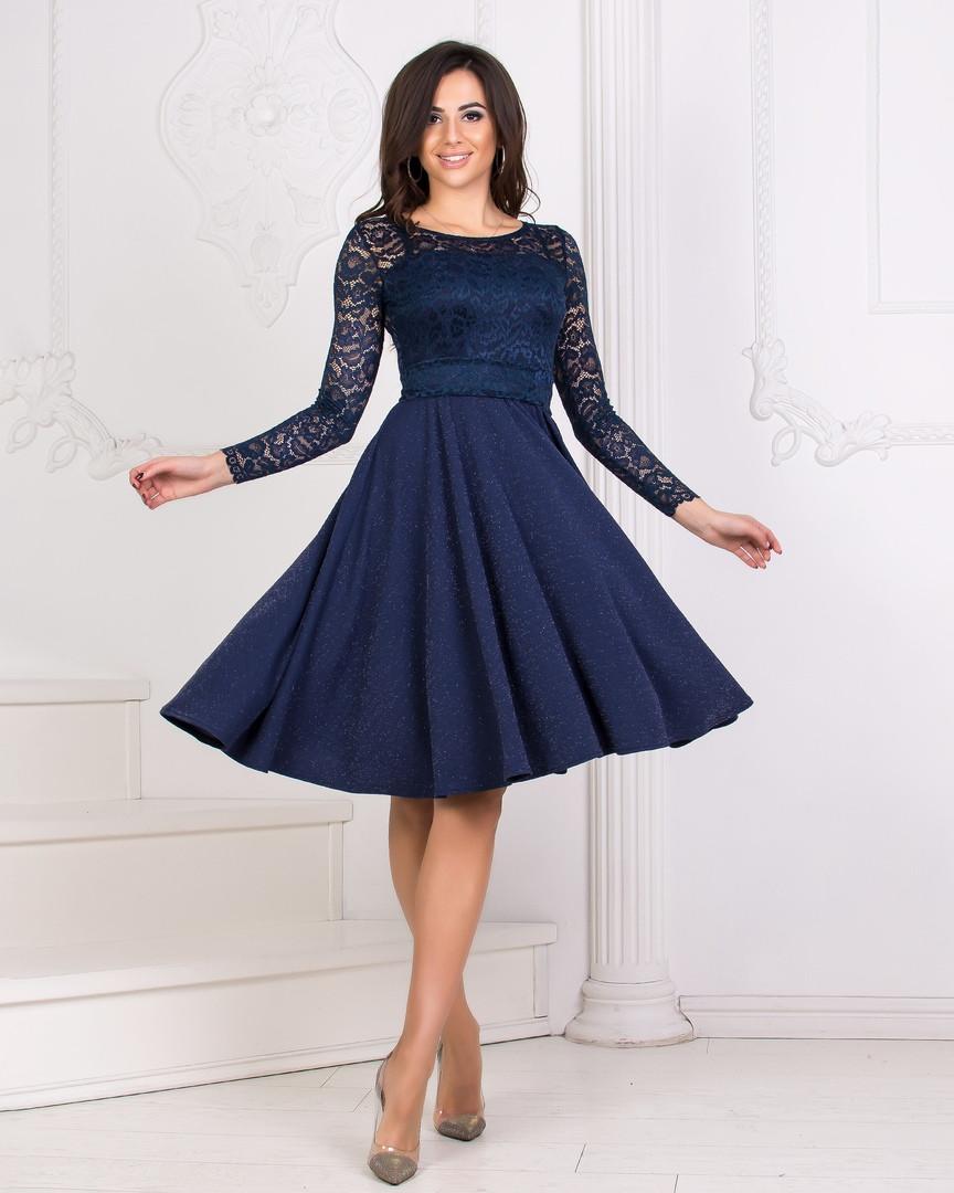 мама купила красивое платье