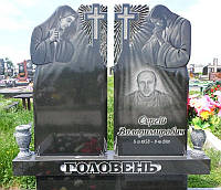 Памятник на двоих с Божьей Матерью и Иисусом Христом