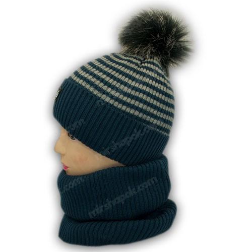 В'язана шапка і шарф хомут